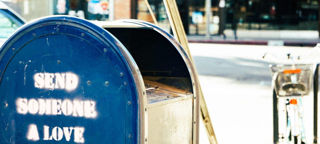 Rewizja na poczcie – jak skarbówka bez powodu przetrzepuje nasze przesyłki pocztowe