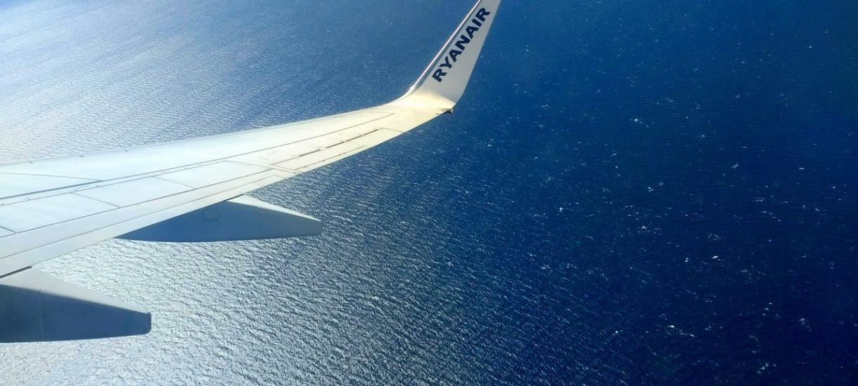 Ryanair podnosi ceny za rezerwacje – nawet dwukrotnie. I jeszcze bezczelnie to ukrywa