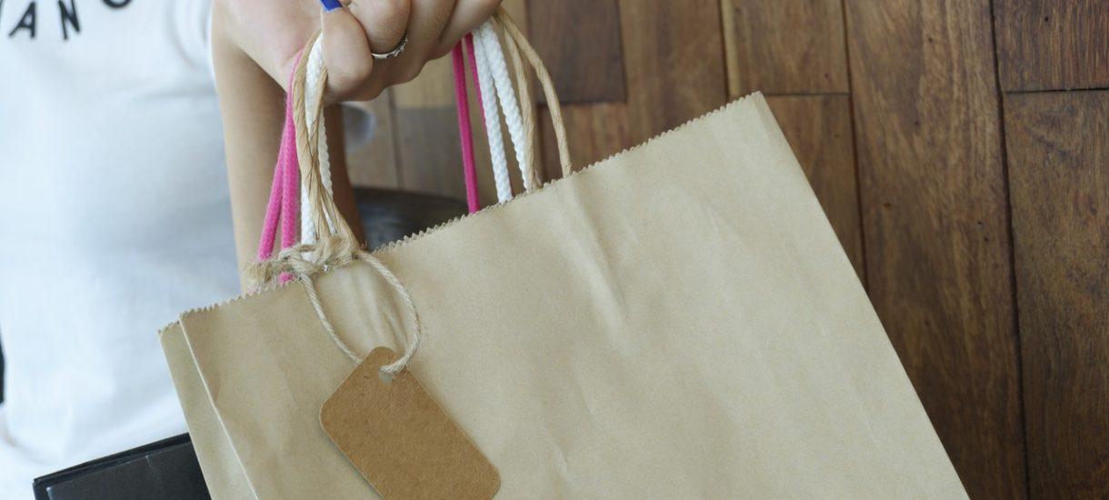 Kiedy można zwrócić zakupione ubranie? Jak podchodzą do tego Zalando, Bonprix, H&M, DStreet i inni?