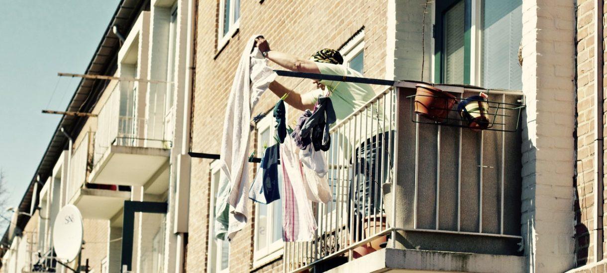 Co wolno, a czego nie wolno robić na balkonie? Zasady balkonowego savoir vivre'u