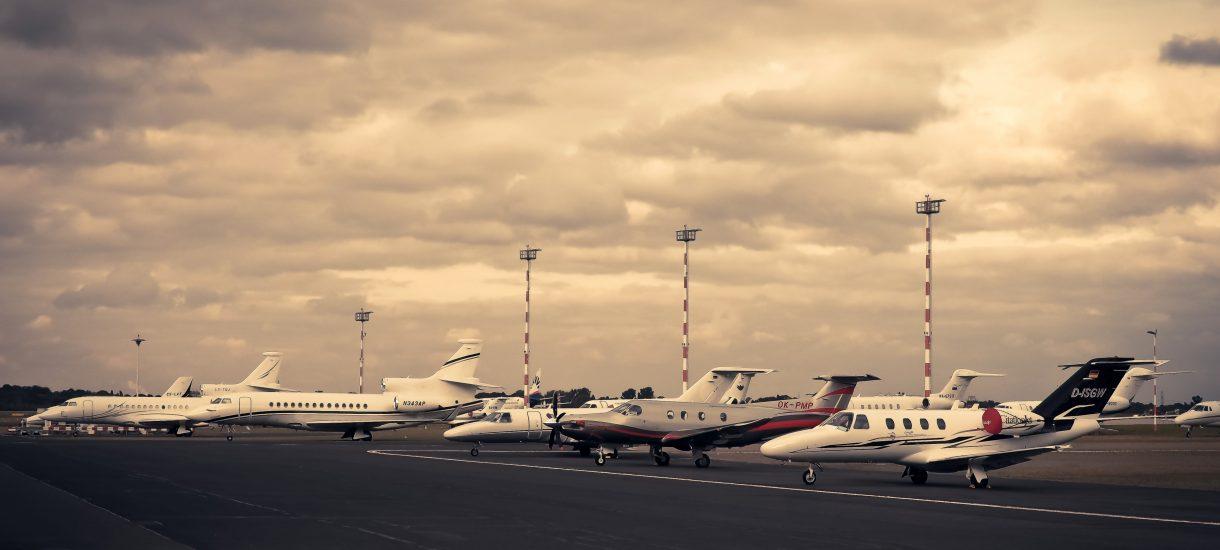 Strefy Kiss and Fly na lotniskach cynicznie zdzierają z klientów, którzy chcą pożegnać się z bliskimi
