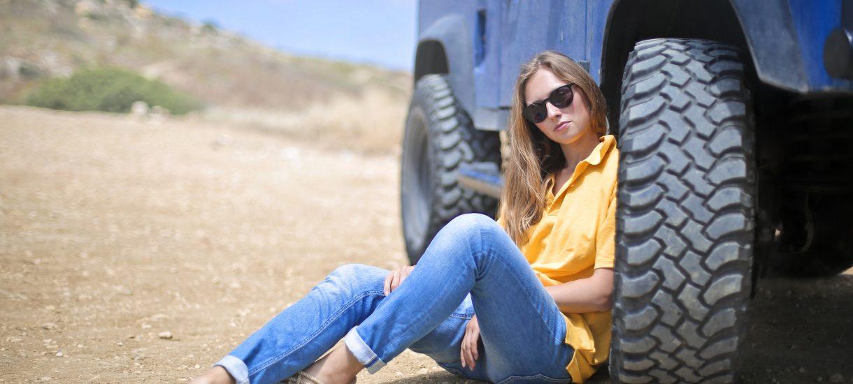 """""""Moja dziewczyna nie zapięła pasów w samochodzie, zbieram na rehabilitację"""" – kolejna zrzutka, która zelektryzowała internet"""
