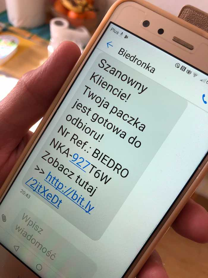 Oszustwo na SMS od sklepów Biedronka i Lidl