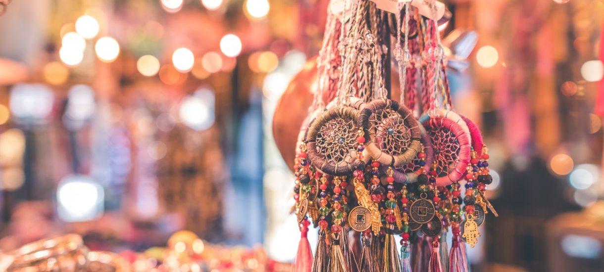 Nie wszystkie pamiątki możesz przywieźć z wakacji: uważaj na muszle, biżuterię czy leki