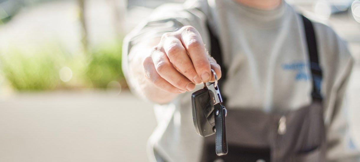 Kiedy odpowiadamy za uszkodzenie wypożyczonego przez aplikację samochodu – analizujemy regulaminy carsharingu