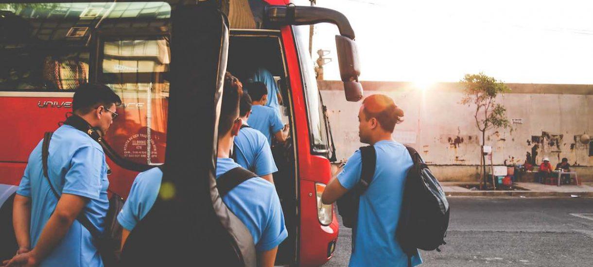 Urzędy pracy zorganizują transport do miejsc pracy, aby zmniejszyć bezrobocie. To (prawie) doskonały pomysł