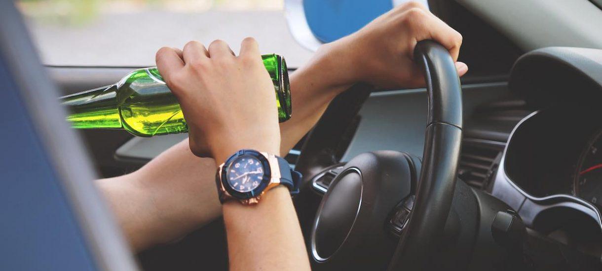 Wyższe mandaty, policja autostradowa, niższe limity na autostradzie – polskich kierowców trzeba zacząć bić pałką po głowie