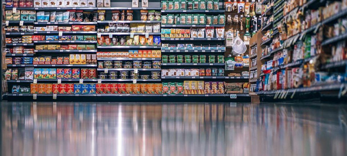 Arel (właściciel sklepów Real), przejęty przez Auchan, został wykreślony z rejestru VAT. Czy to oznacza, że nie odliczysz VAT-u z faktur?