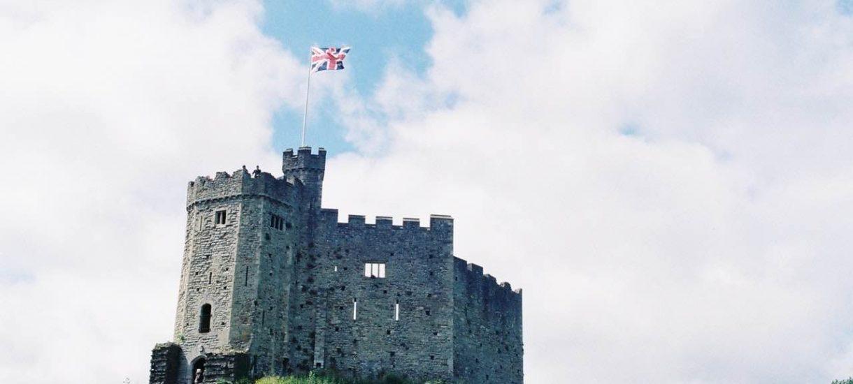 Burmistrz Genui grzecznie prosi o uregulowanie długu przez Elżbietę II. Od 250 lat Anglia nie płaci za korzystanie z flagi tego miasta