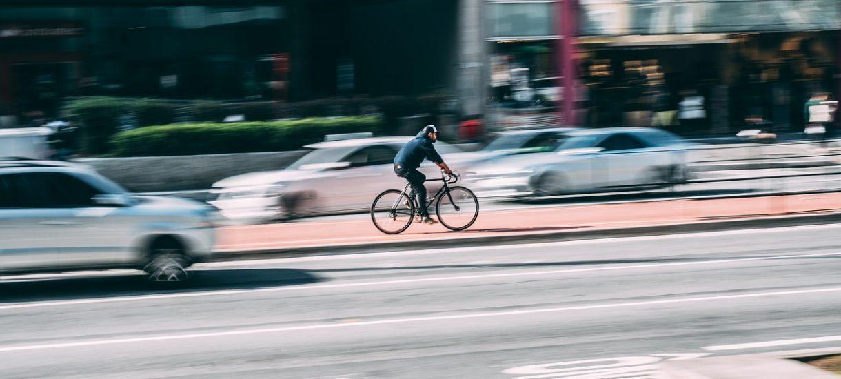 Absurdalne mandaty dla rowerzystów w Lublinie. Walczą o poprawę warunków jazdy, dostają 50 zł za jazdę bez trzymanki