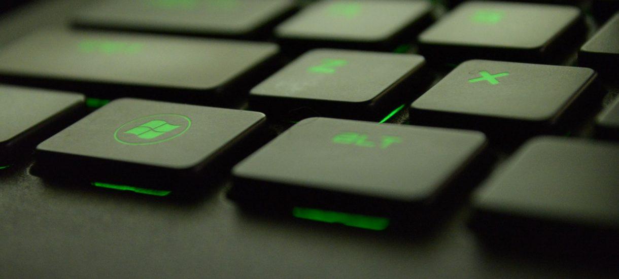 Legalność Windowsa za 50 zł z Allegro. Pracownik Microsoft twierdzi, że lepiej ściągnąć z Torrentów. Czy namawia do piractwa?