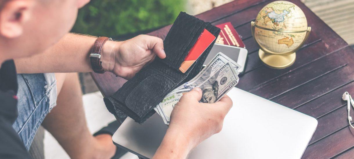 Czy sprzedawca może odmówić przyjęcia gotówki i żądać zapłaty wyłącznie kartą płatniczą?