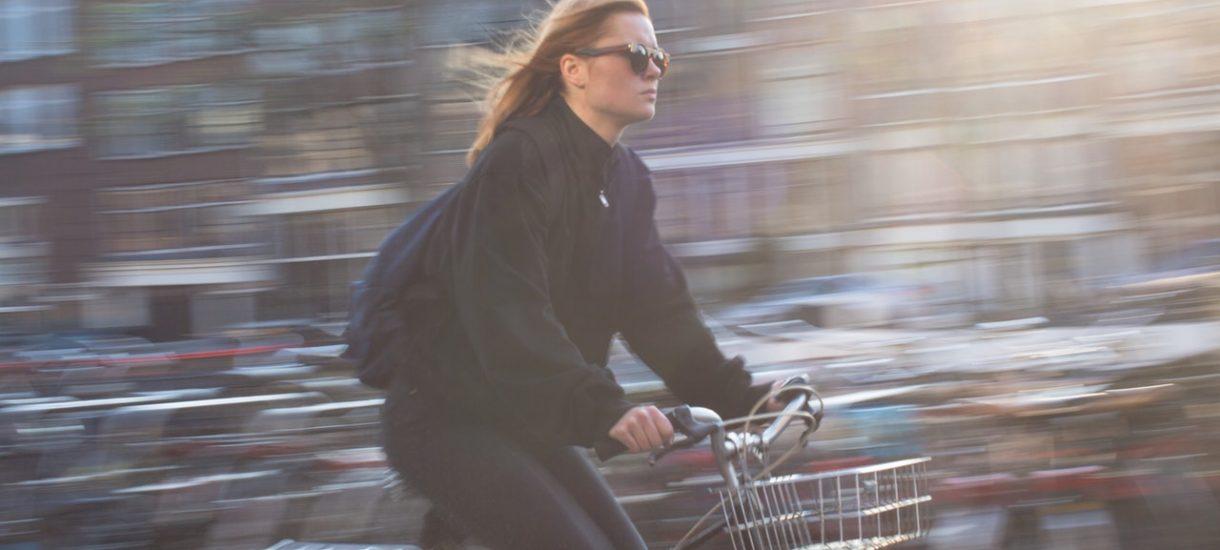 Rowerzyści na drogach są nie mniej chamscy, niż niejeden kierowca. Policja punktuje najczęstsze wykroczenia cyklistów