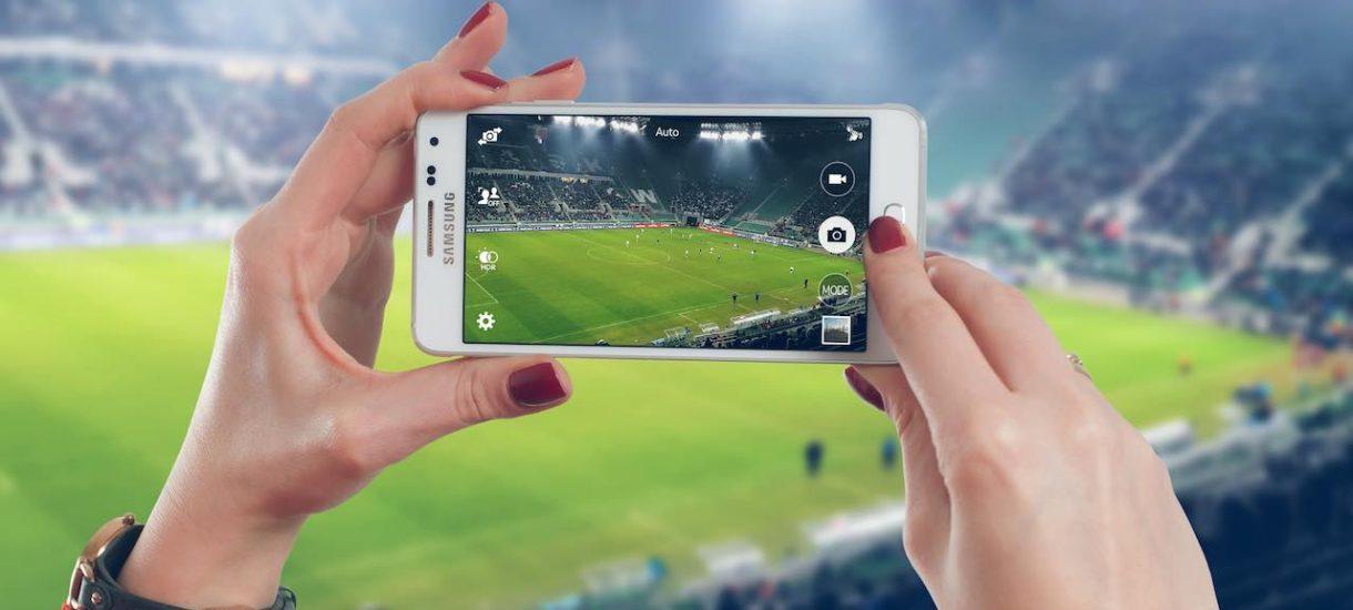 Czy idąc na stadion mogę transmitować mecz Ligi Mistrzów w mediach społecznościowych? O prawach pokrewnych