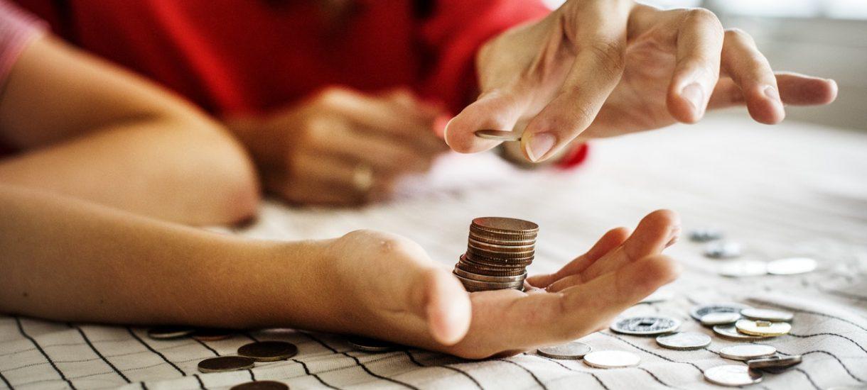 Opłaty za historię spłaty kredytu są niezgodne z prawem. UOKiK wziął pod lupę opłaty pobierane m.in. przez mBank, ING i PKO