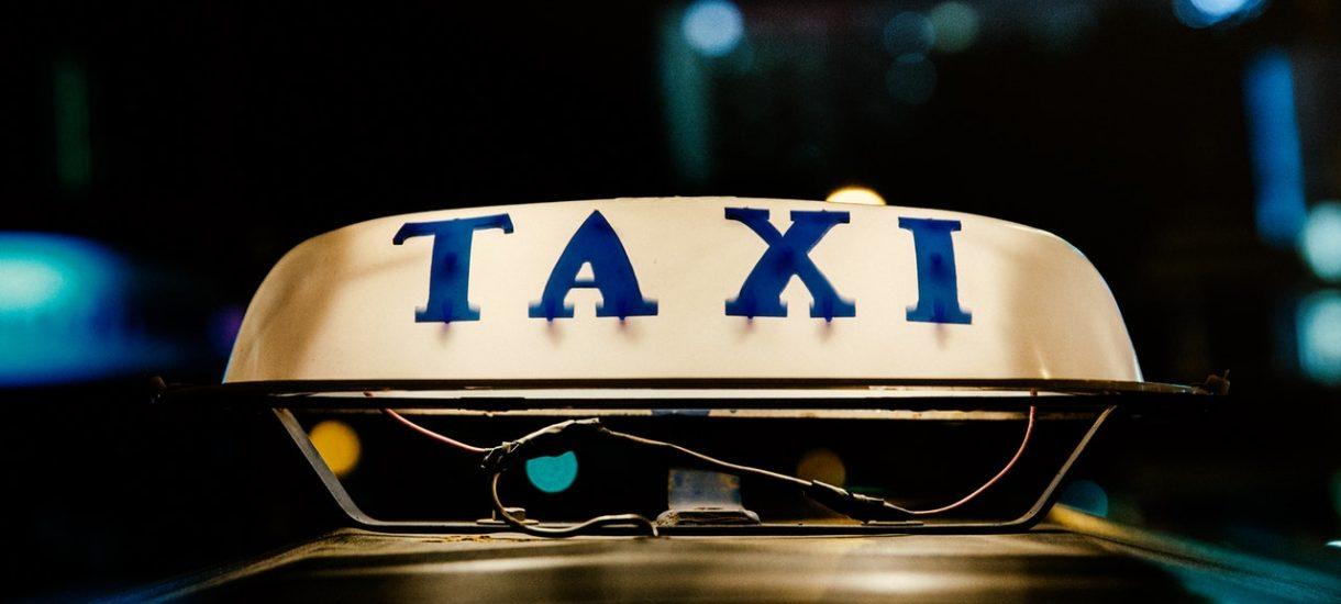 U taksówkarzy bez zmian. 140 zł za krótki kurs, świstek zamiast paragonu