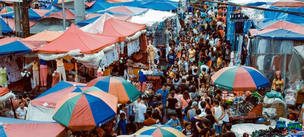 Handlarze na Jarmarku Dominikańskim przyjmują płatności w euro po kursie 1€ – 3,50 zł. Czy mają do tego prawo?