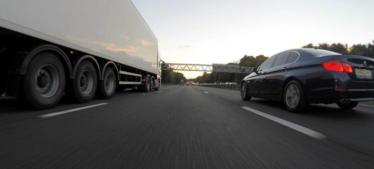 Kierowcy ciężarówek zablokują prawy pas w ramach piątkowego protestu