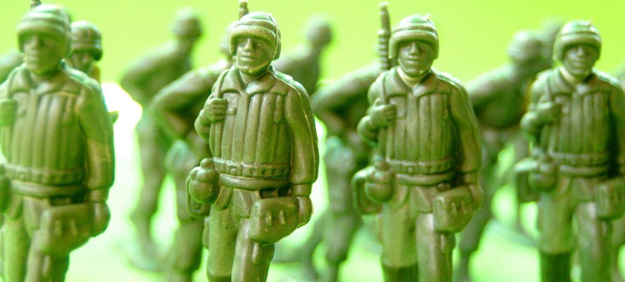 Wojsko Polskie to chaos do potęgi n-tej. Nie mogą się nawet dogadać, czy wysłać żołnierzy na warty