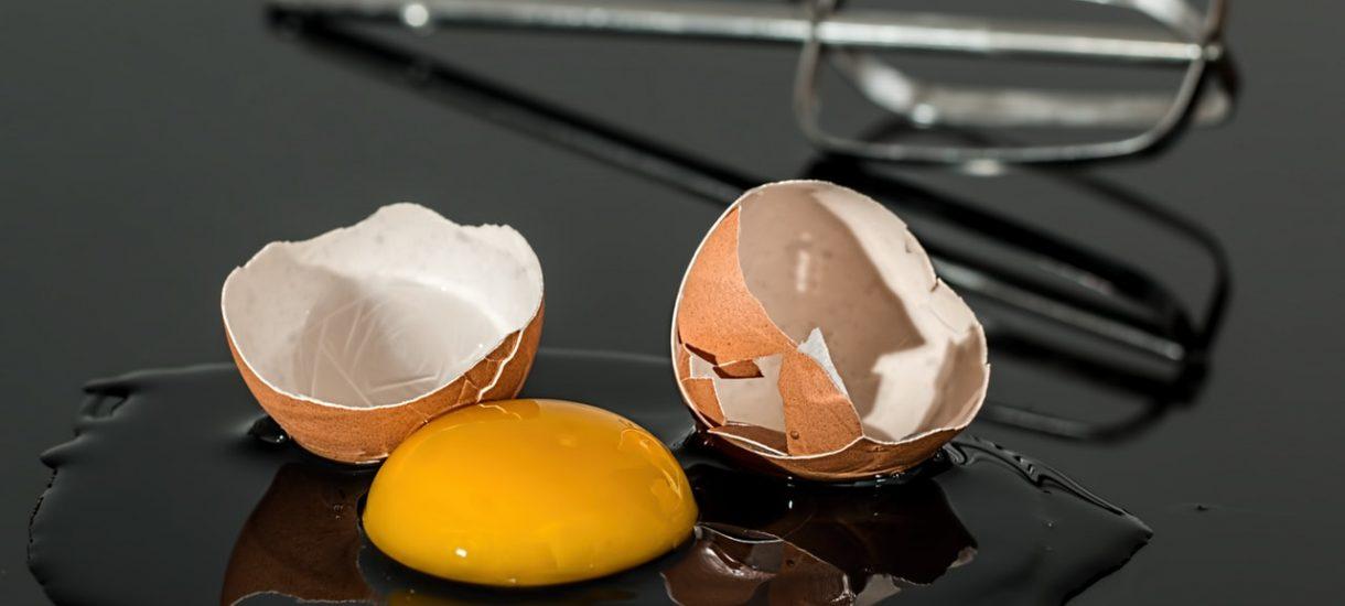 """Czy słowo """"jajco"""" jest wulgarne? BGŻ BNP Paribas musi się tłumaczyć za reklamę"""