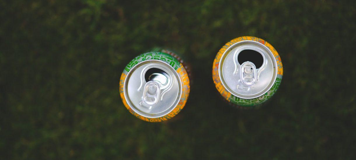 """Energy drink zbiera na karę za kontrowersyjny plakat """"będzie miała w ustach""""… sprzedając ten kontrowersyjny plakat"""