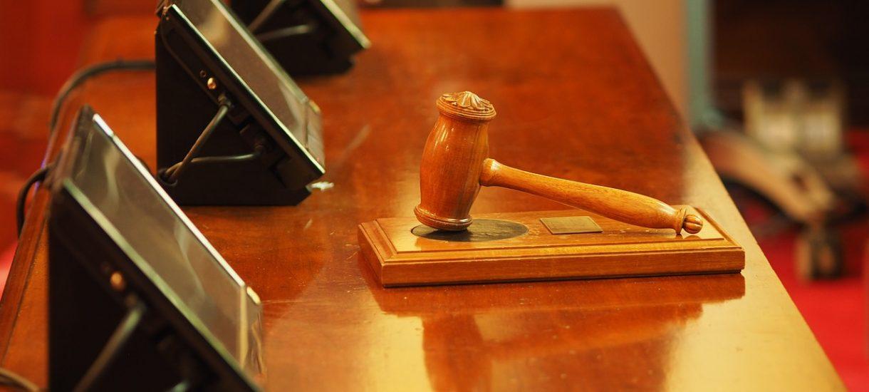 Ministerstwo Sprawiedliwości zapowiada zmiany w procesie karnym: mniej przesłuchań, zwolnień i mówienia do pustej sali
