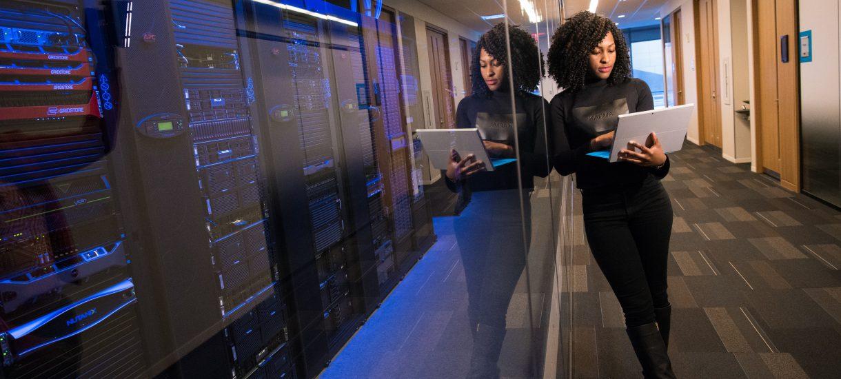 Leasing a wyścig technologii, czyli jakie korzyści niesie ze sobą ta elastyczna forma korzystania ze sprzętu w firmie