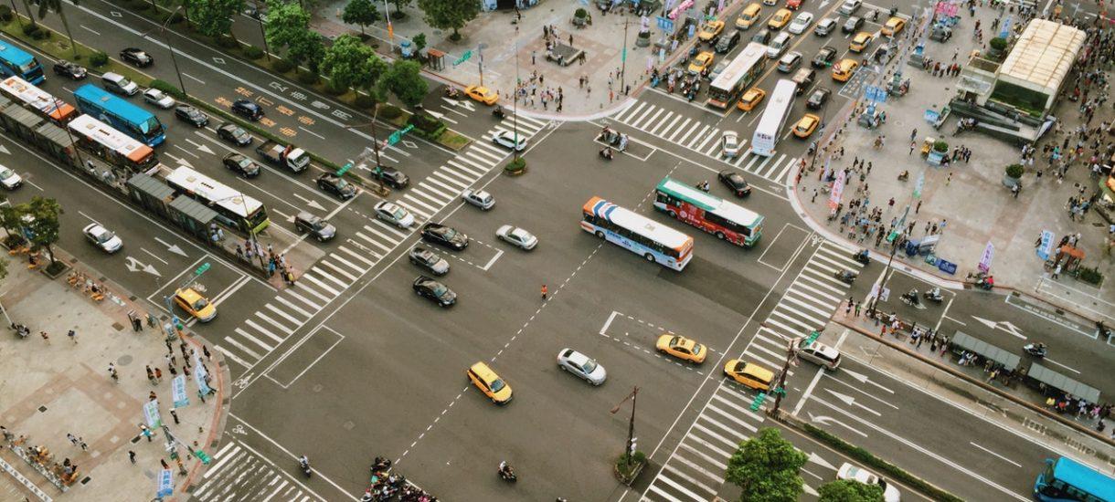 Uber uwalnia miasta od korków? Wolne żarty – jest dokładnie na odwrót
