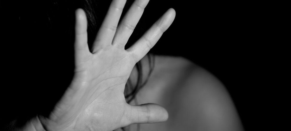Przemoc domowa i alkoholizm, czyli tragedie, które dzieją się nieraz za ścianą. Jak reagować?