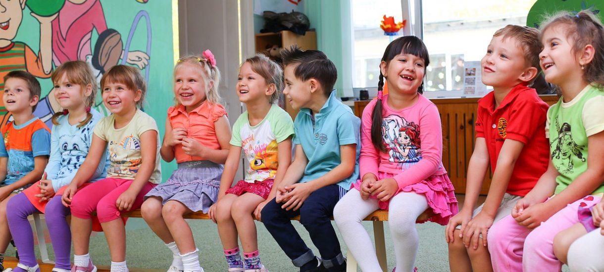 Religia w przedszkolu ważniejsza niż gimnastyka, logopeda i języki. Polskie przedszkola na zapleczu Europy