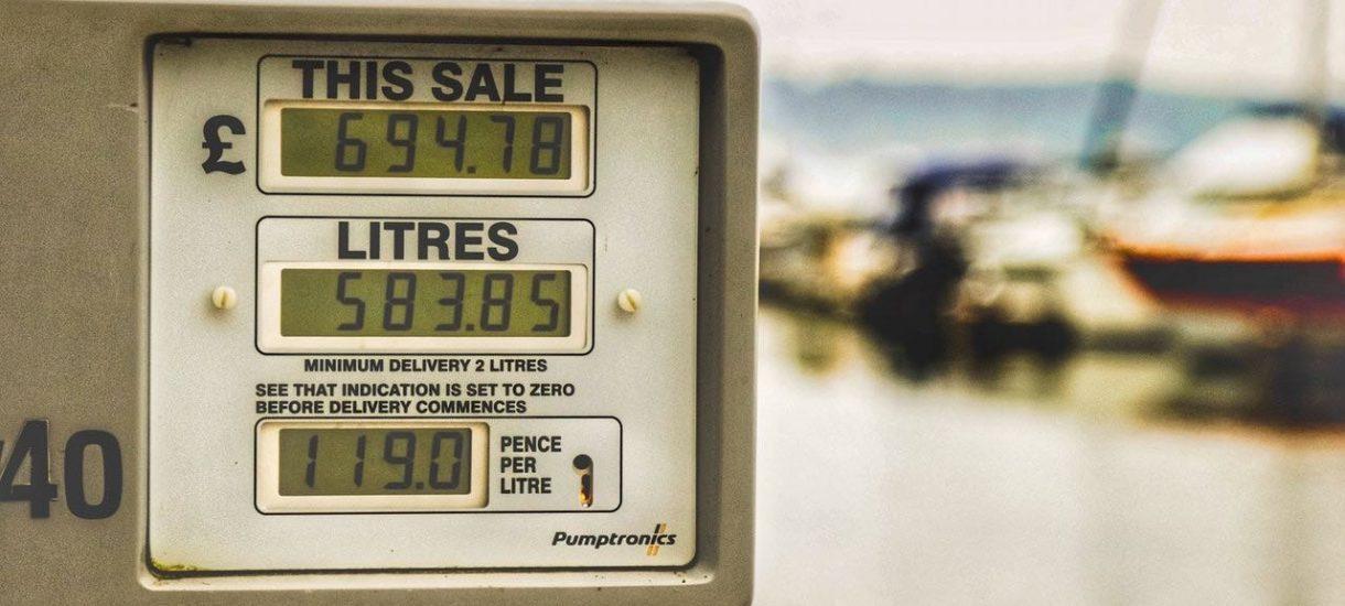Stacjom benzynowym nie opłaca się sprzedawać paliwa. Średnia marża stacji w październiku to MINUS 11 groszy na litrze