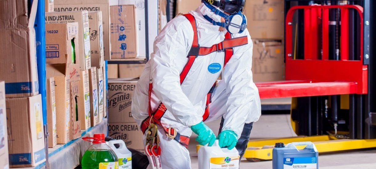 Odzież robocza do pracy z plastikowych butelek, czyli BHP w służbie ochrony środowiska