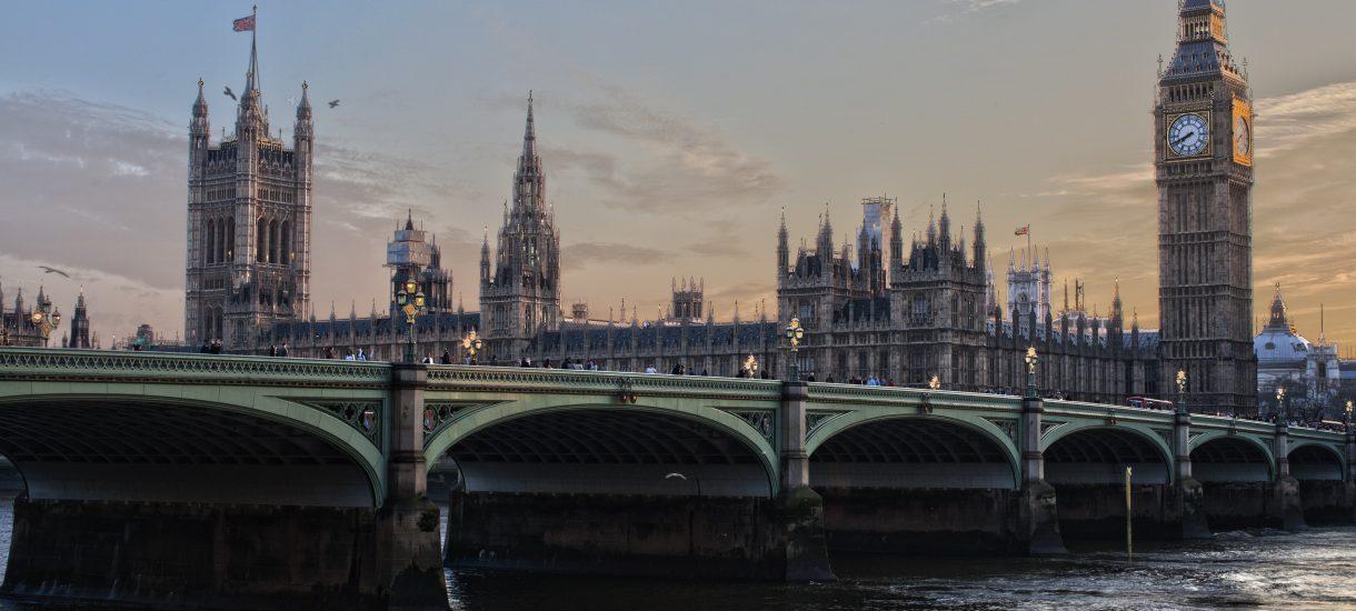 Miarka się przebrała. Brytyjczycy wprowadzają podatek od usług cyfrowych, wymierzony w Google i Facebooka