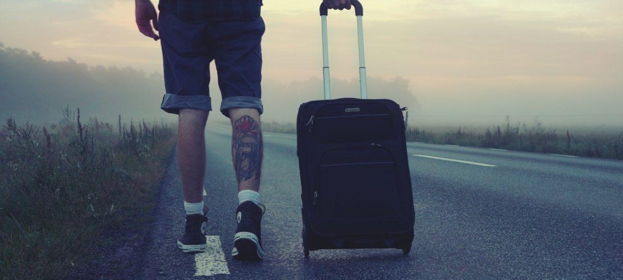 Podróż służbowa: w jaki sposób wlicza się do czasu pracy i czy pracodawca powinien zapłacić za godziny spędzone na dojeździe?