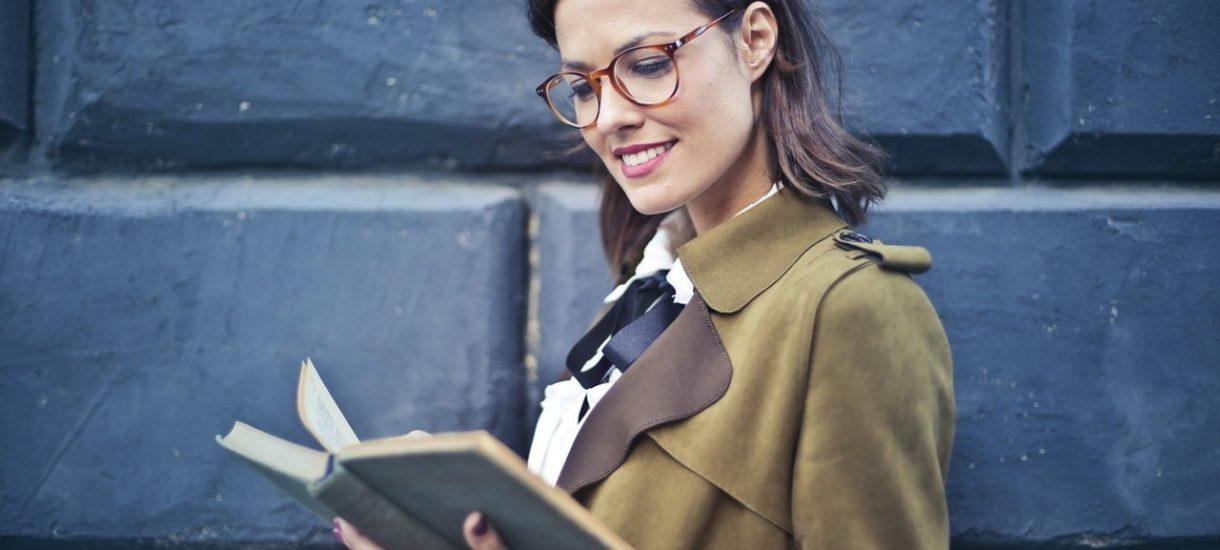 Praca w ZUS: kobiet-kierowniczek znacznie więcej niż mężczyzn. Mało tego – wyniki raportu pokazują, że Polacy lubią ZUS