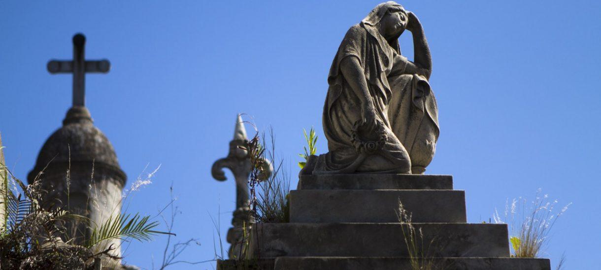 Prawo do grobu. O czym należy pamiętać, aby we Wszystkich Świętych nie przywitał nas nowy grób w miejscu pochówku członka naszej rodziny