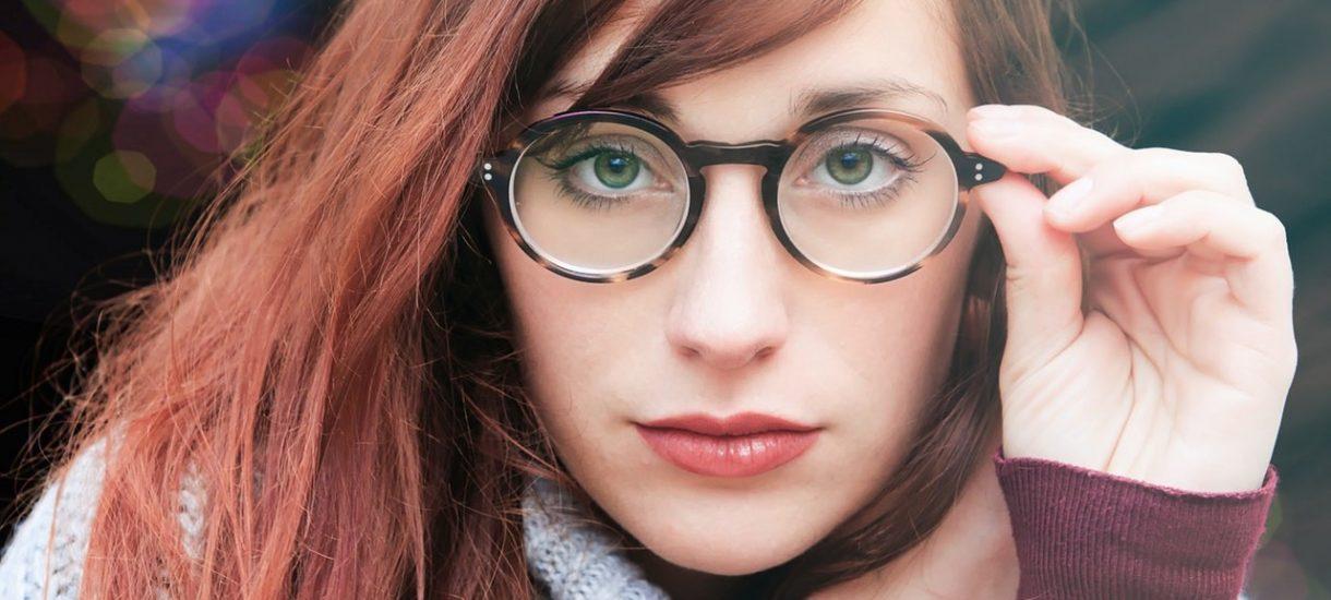Pracodawca musi zapłacić za okulary korekcyjne. Jak uzyskać refundację?