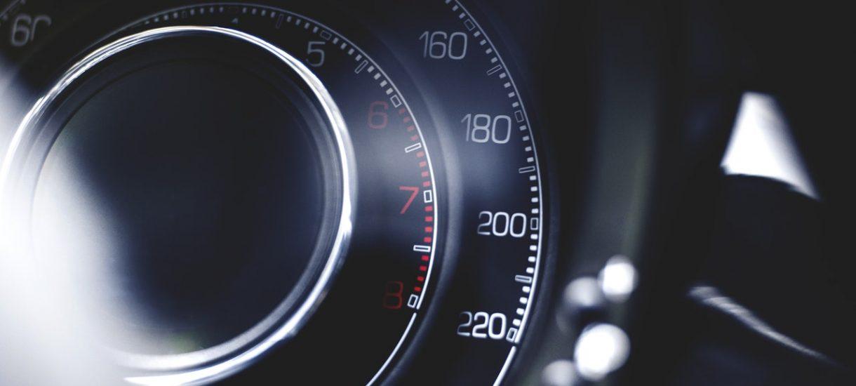 Czy za przekroczenie prędkości można dostać mandat większy niż 500 zł? Co nieco o mandatach, grzywnach i subsydiarności