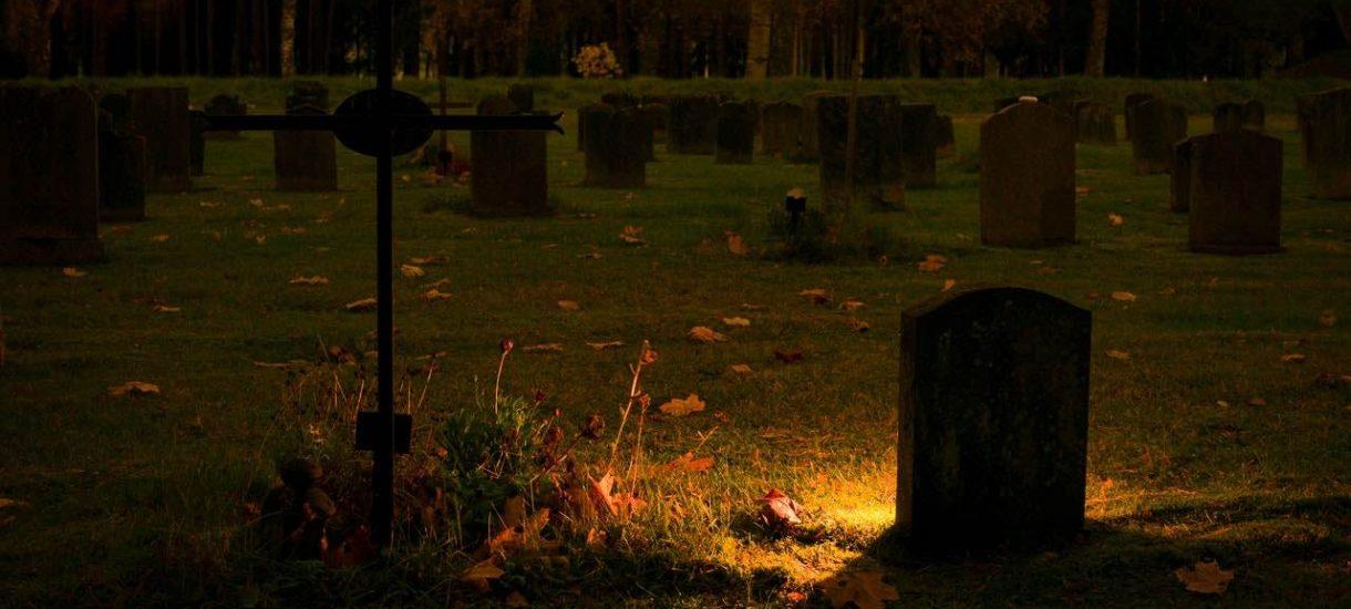Narzekamy na kapitalistyczne Halloween, a we Wszystkich Świętych wydajemy blisko miliard złotych na same znicze