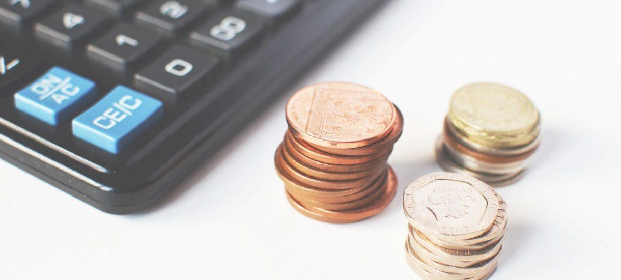 Dostałeś przez pomyłkę wyższą wypłatę? Niektórzy pracodawcy myślą, że mogą potrącić nadpłatę z przyszłego wynagrodzenia. Wyjaśniamy, czy tak można