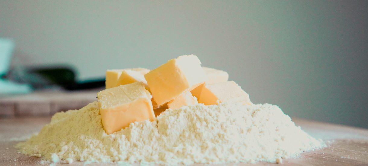 Spadek cen masła omija polskie sklepy. Co jest tego przyczyną?