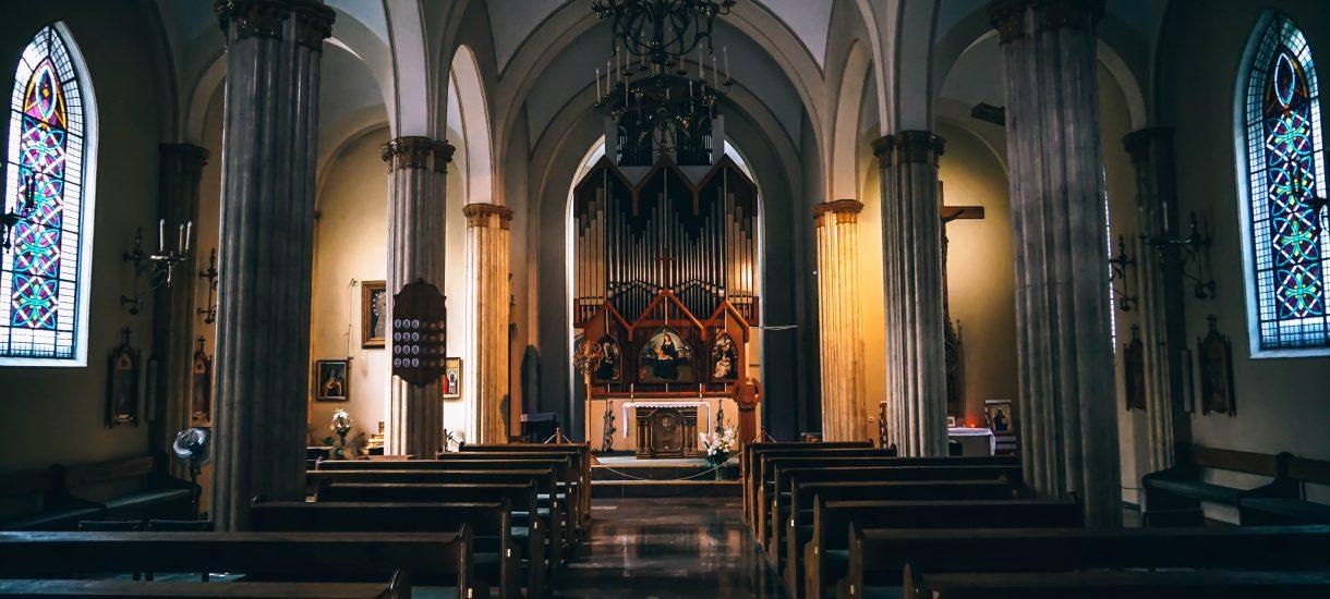 Zakaz handlu w niedzielę okazał się niekorzystny dla Kościoła. Przede wszystkim jednak: ZABÓJCZY dla małych sklepów