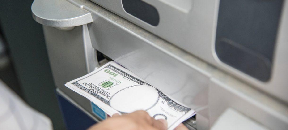 Widzisz kod QR w pobliżu bankomatu? Komenda Główna Policji radzi, by go pod żadnym pozorem nie skanować!