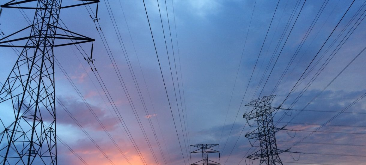 """Prąd od Energi drożeje, a spółka tłumaczy, że zapewnienia premiera o obniżaniu cen prądu są jedynie """"informacjami medialnymi"""""""