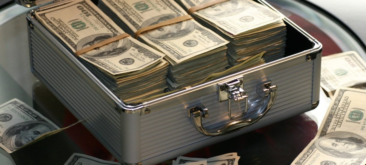 Komisja Nadzoru Finansowego przestrzega przed działaniami oszustów. O co chodzi?