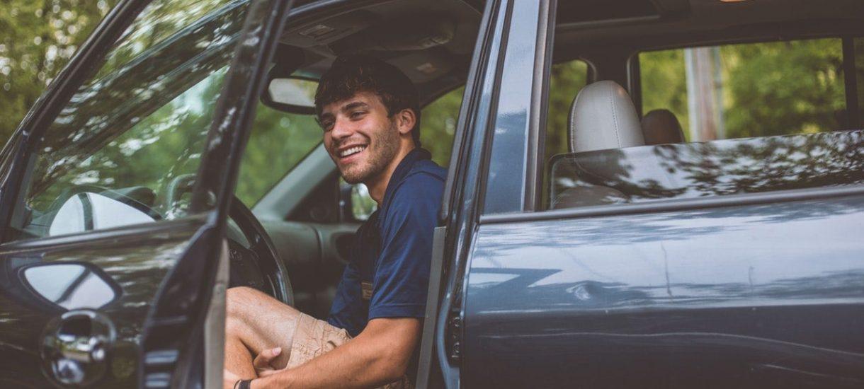 Kurs o 10 rano w czerwonym samochodzie, a Uber pobiera 150 zł za pranie czarnego samochodu po kursie nocą