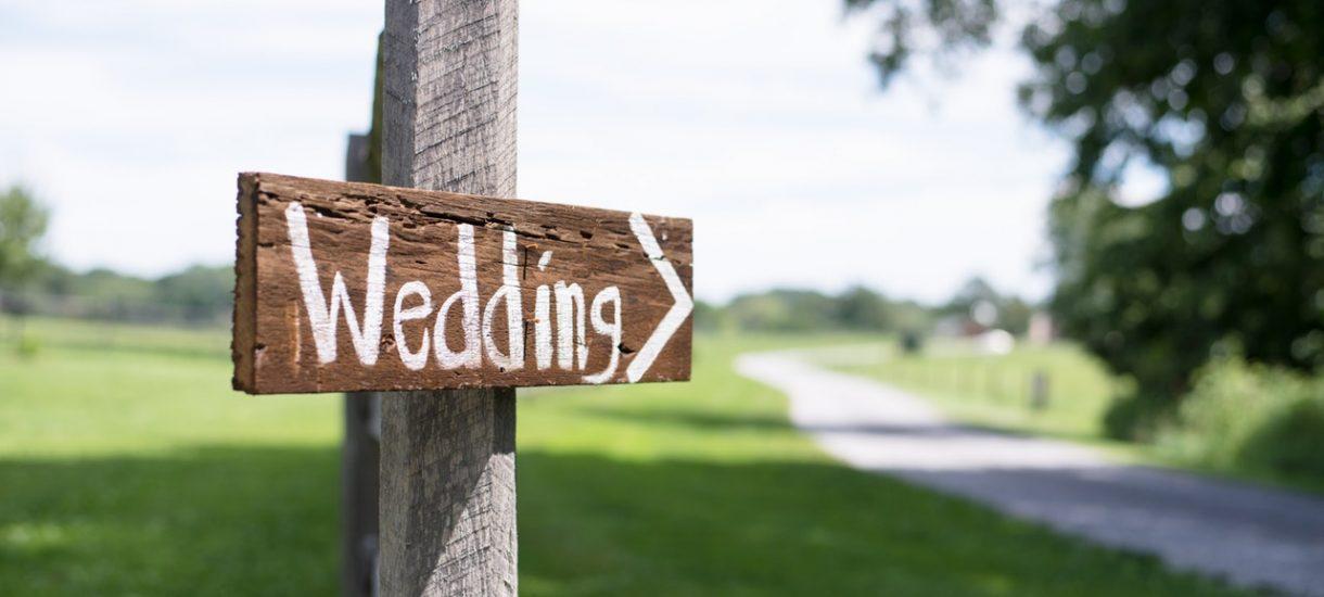 Ślub w plenerze – jakich formalności prawnych wymaga i ile kosztuje?
