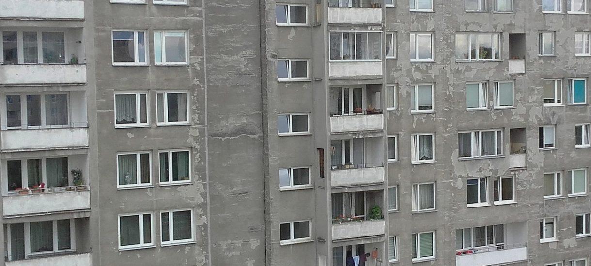 Ministerstwo zleciło kontrolę bezpieczeństwa budynków z tzw. wielkiej płyty. Czy tysiące Polaków żyje w niebezpieczeństwie?