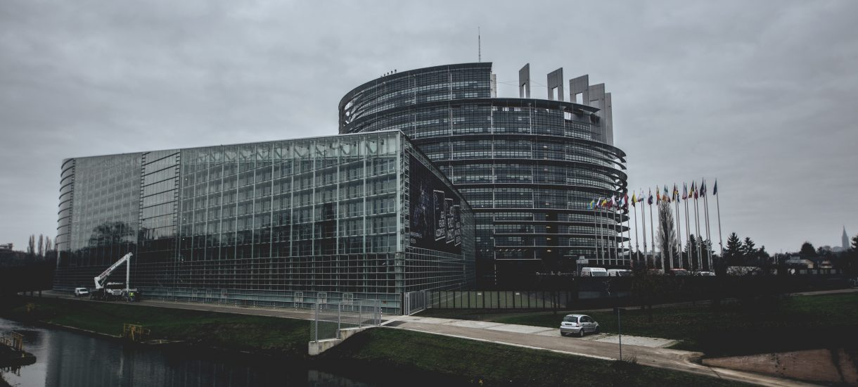 Komisja Europejska z szeregiem zastrzeżeń wobec Polski, która ociąga się w wdrażaniem unijnego prawa – np. w sprawie hałasu