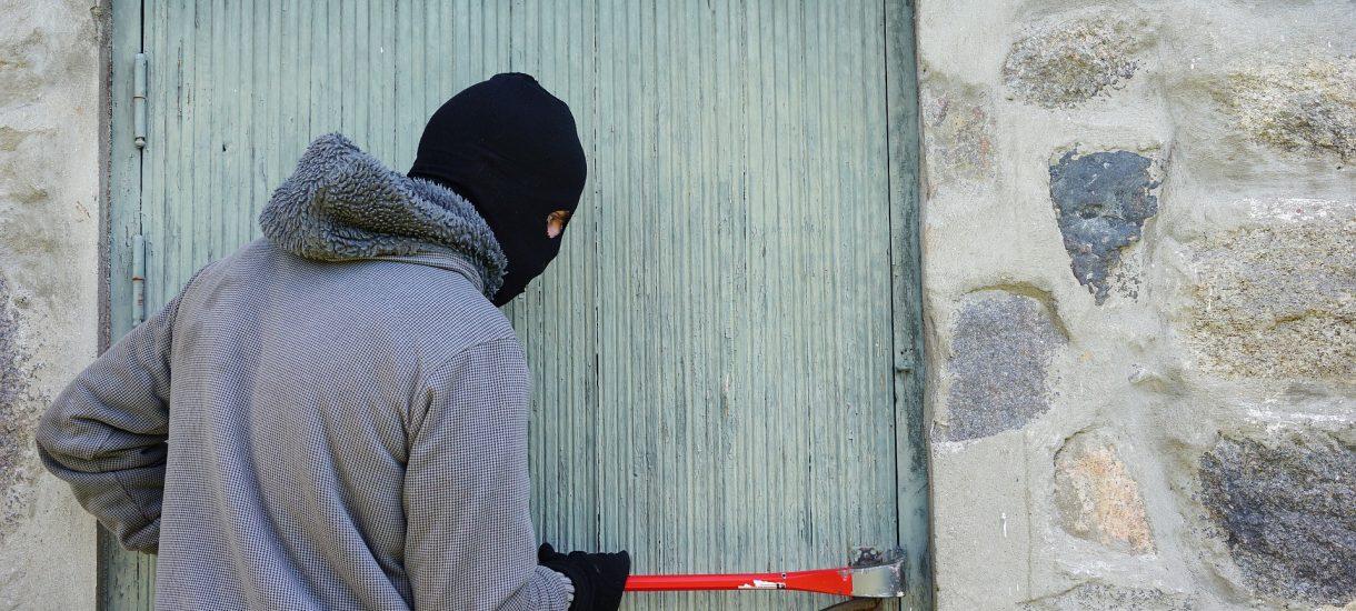 Polak w pracy kradnie co popadnie. Robi to niemal 90 proc. mężczyzn